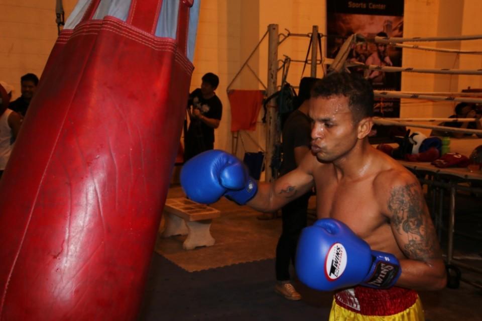 Boxe ruenroeng si conferma campione del mondo ibf dei - Tappeto thailandese ...