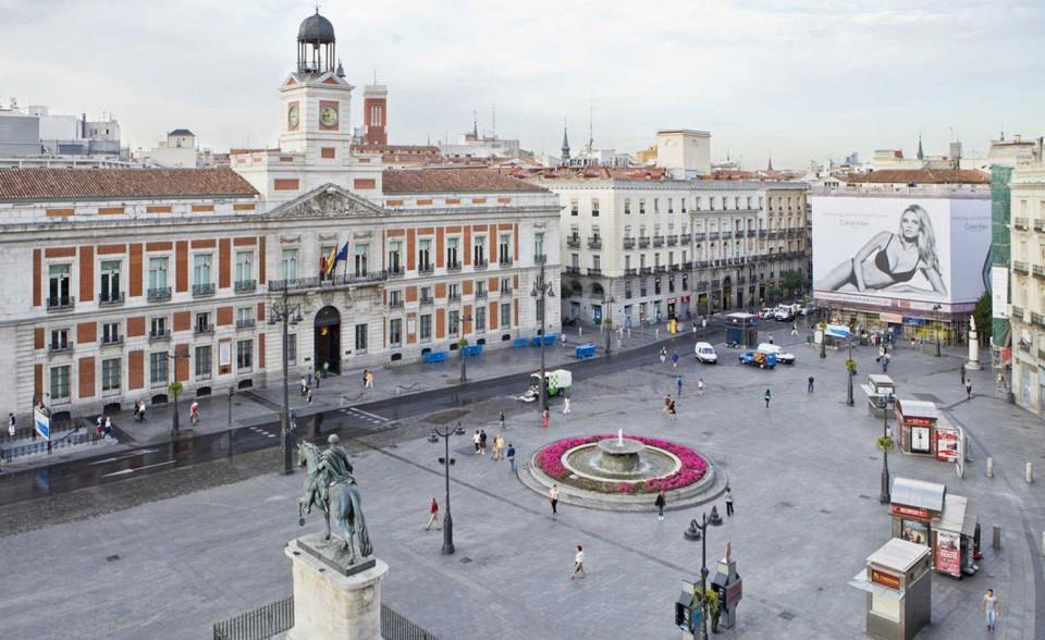 Spagna madrid ricorda gli indignados targa a puerta del for Puerta de sol madrid