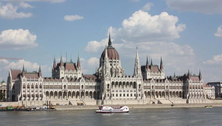 La richiesta all ungheria da parte dei membri del for Diretta dal parlamento