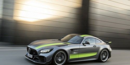 Nuove Mercedes-AMG GT e GT R PRO